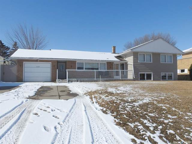 1232 7TH Avenue NW, Moose Jaw, SK S6H 4C7 (MLS #SK803133) :: The A Team