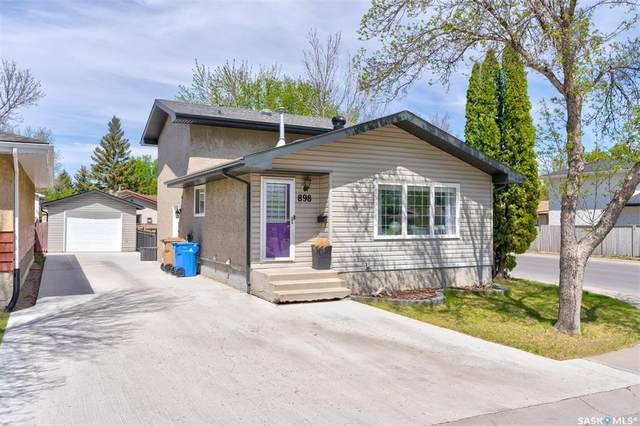 898 Samuels Crescent N, Regina, SK S4X 2L5 (MLS #SK809464) :: The A Team