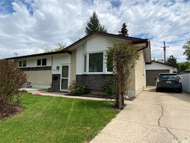 99 Spinks Drive, Saskatoon, SK S7H 3X2 (MLS #SK828106) :: The A Team
