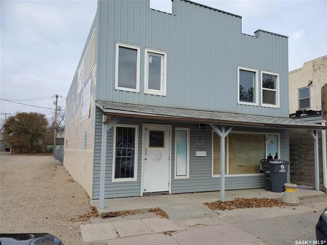 225 D Avenue S, Saskatoon, SK S7M 1P8 (MLS #SK830840) :: The A Team