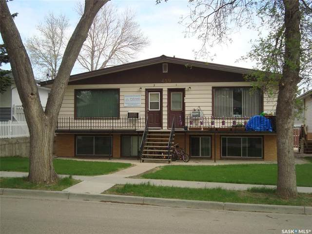 459 6th Avenue NW, Swift Current, SK S9H 0Y2 (MLS #SK831039) :: The A Team