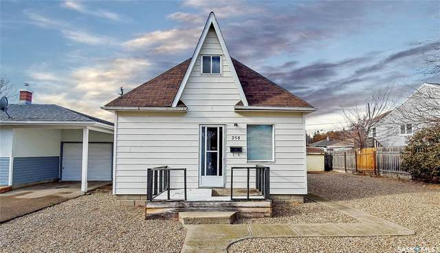 258 4th Avenue NW, Swift Current, SK S9H 0T9 (MLS #SK831647) :: The A Team