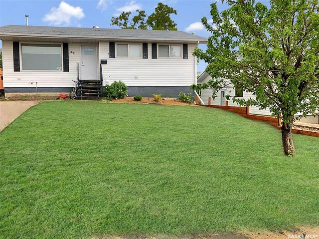 241 18th Avenue NE, Swift Current, SK S9H 2Y2 (MLS #SK842428) :: The A Team