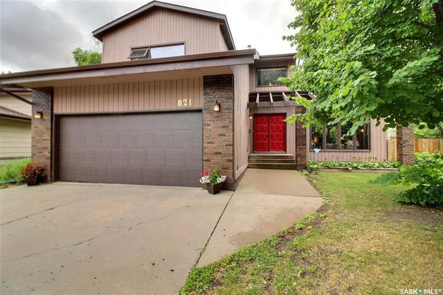 821 Chester Place, Prince Albert, SK S6V 6Y8 (MLS #SK862877) :: The A Team