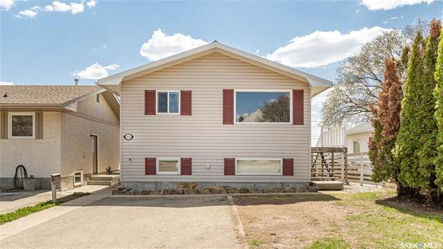 1123 Athabasca Street W, Moose Jaw, SK S6H 2E6 (MLS #SK869604) :: The A Team