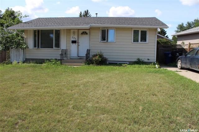 221 Douglas Crescent, Saskatoon, SK S7L 4T1 (MLS #SK783601) :: The A Team