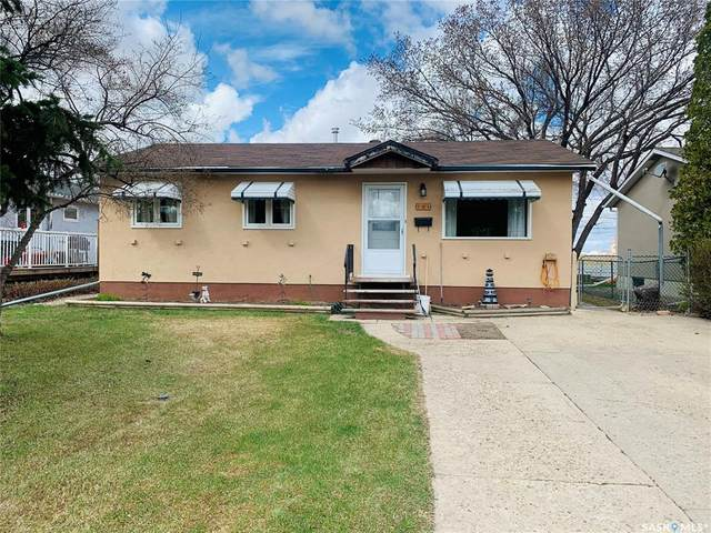 284 1ST Avenue SW, Swift Current, SK S9H 3H3 (MLS #SK844528) :: The A Team