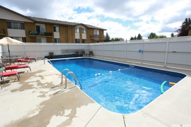 1 Columbia Drive #54, Saskatoon, SK S7K 1E3 (MLS #SK726324) :: The A Team