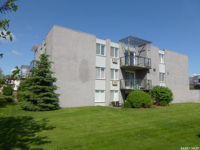 315 East Place #37, Saskatoon, SK S7J 2Y4 (MLS #SK743453) :: The A Team