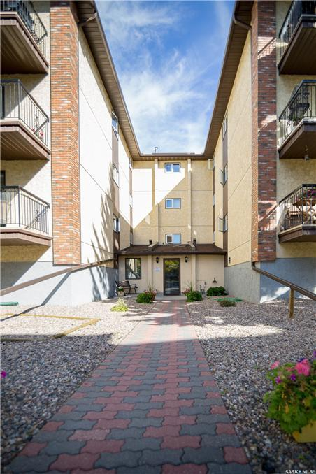 3130 Louise Street #208, Saskatoon, SK S7J 3L8 (MLS #SK750885) :: The A Team