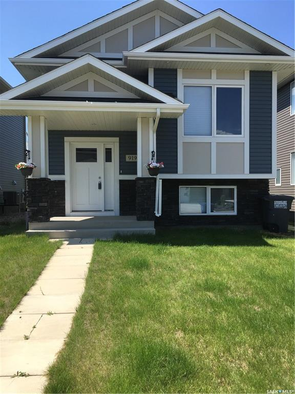 919 Kolynchuk Bend, Saskatoon, SK S7T 0V9 (MLS #SK751097) :: The A Team