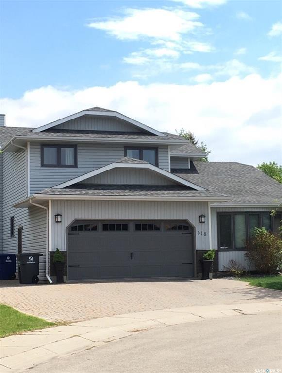 318 Smoothstone Court, Saskatoon, SK S7J 4R1 (MLS #SK754971) :: The A Team