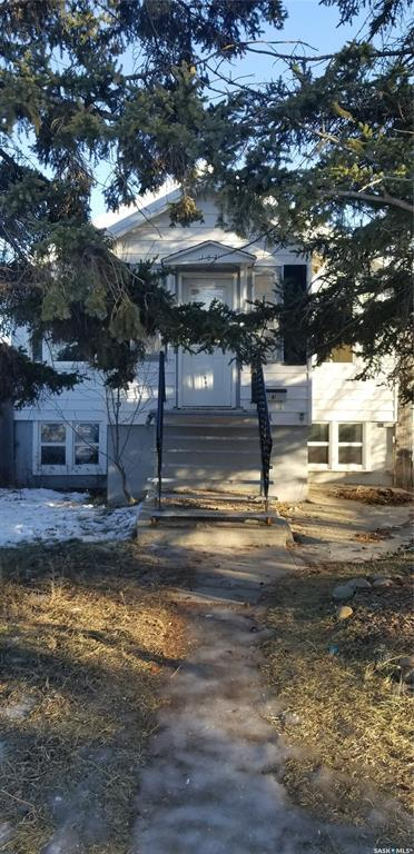 157 4th Avenue SE, Swift Current, SK  (MLS #SK756899) :: The A Team