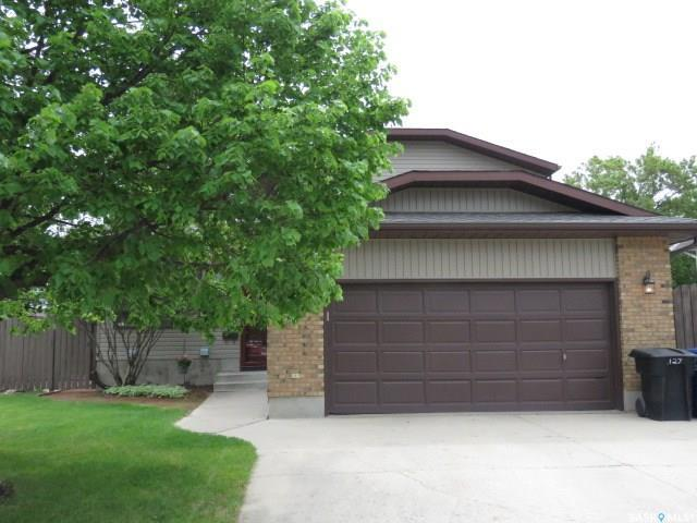 127 Armstrong Crescent, Saskatoon, SK S7N 3M3 (MLS #SK759295) :: The A Team