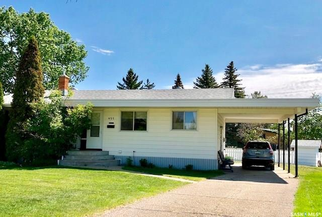 457 Central Avenue S, Swift Current, SK S9H 3G5 (MLS #SK774515) :: The A Team
