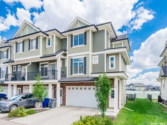 425 Langer Place #20, Warman, SK S0K 4S1 (MLS #SK777492) :: The A Team