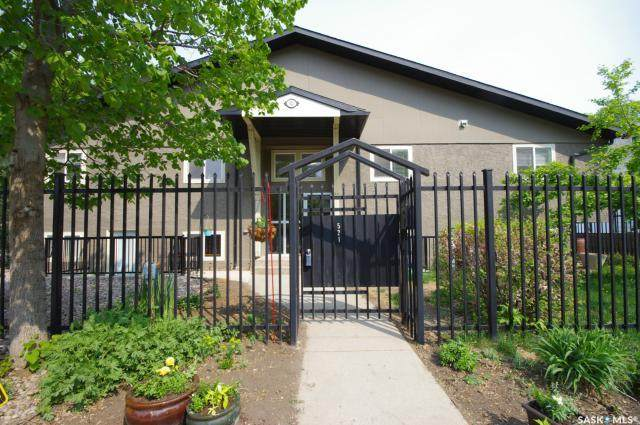 521 18th Street W #202, Saskatoon, SK S7M 1C8 (MLS #SK803986) :: The A Team