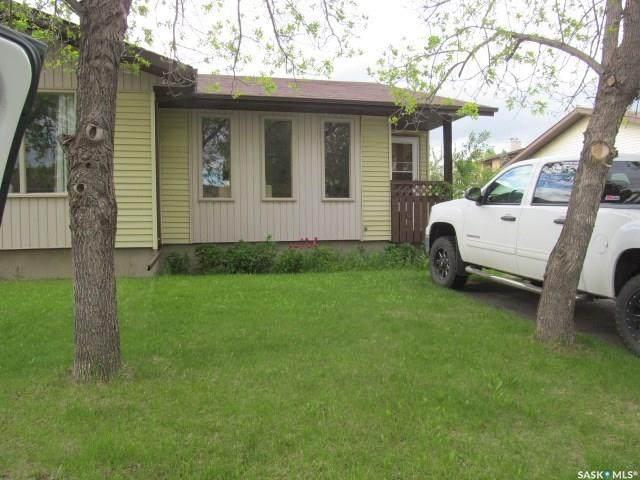 117 Stillwater Drive, Saskatoon, SK S7J 3N7 (MLS #SK815257) :: The A Team