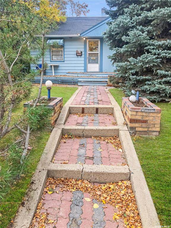 436 7th Avenue NW, Swift Current, SK S9H 0Z3 (MLS #SK828285) :: The A Team