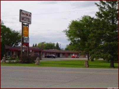 708 Saskatchewan Avenue - Photo 1