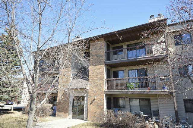 305 Kingsmere Boulevard #302, Saskatoon, SK S7J 4J6 (MLS #SK841489) :: The A Team