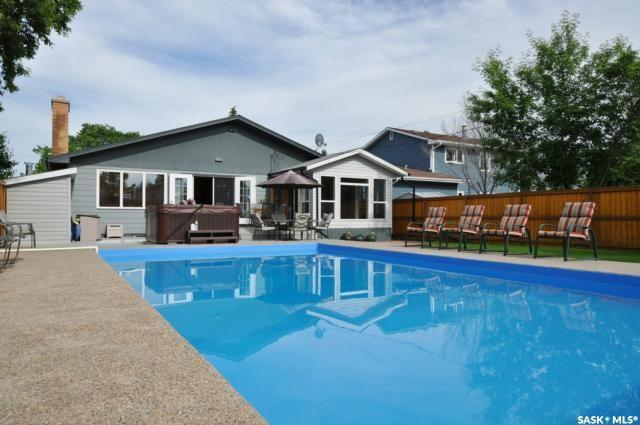 2226 Albert Avenue, Saskatoon, SK S7J 1K2 (MLS #SK746451) :: The A Team