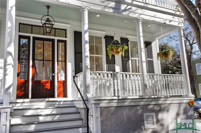 202 W Waldburg Street, Savannah, GA 31401 (MLS #204257) :: Karyn Thomas