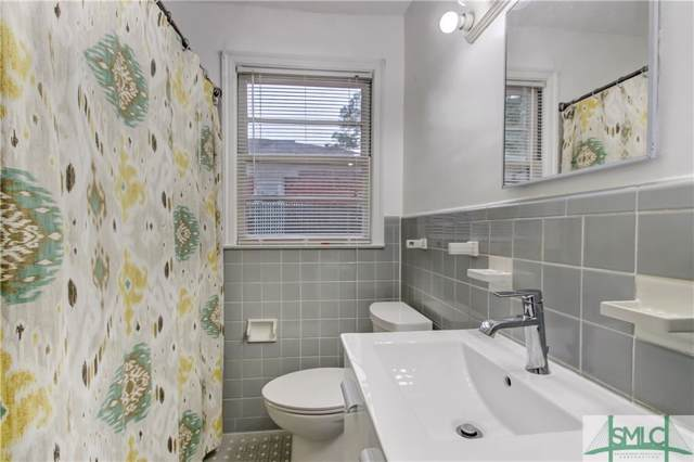 5463 Magnolia Avenue, Savannah, GA 31406 (MLS #217302) :: The Arlow Real Estate Group