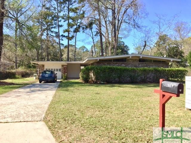 12507 Bridlewood Drive, Savannah, GA 31419 (MLS #186752) :: Karyn Thomas