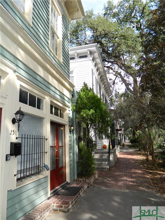 249 E Broad Street, Savannah, GA 31401 (MLS #194129) :: McIntosh Realty Team