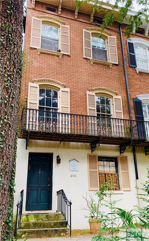 216 W Jones Street, Savannah, GA 31401 (MLS #202672) :: The Arlow Real Estate Group