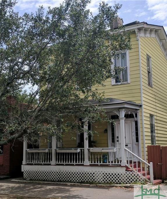 217 E Henry Street, Savannah, GA 31401 (MLS #206344) :: Coastal Savannah Homes