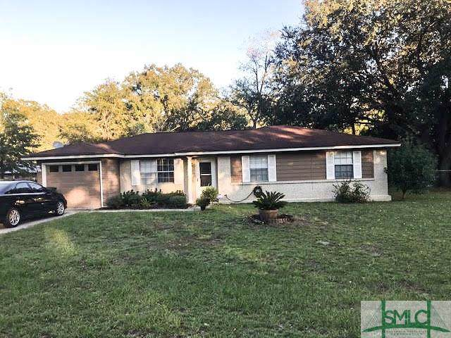 810 Lakeview Court, Hinesville, GA 31313 (MLS #215401) :: The Arlow Real Estate Group