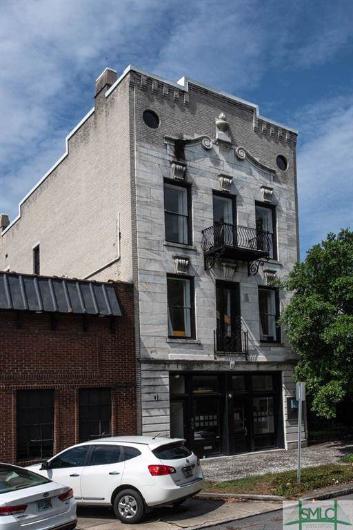 409 E Liberty Street, Savannah, GA 31401 (MLS #218065) :: Liza DiMarco