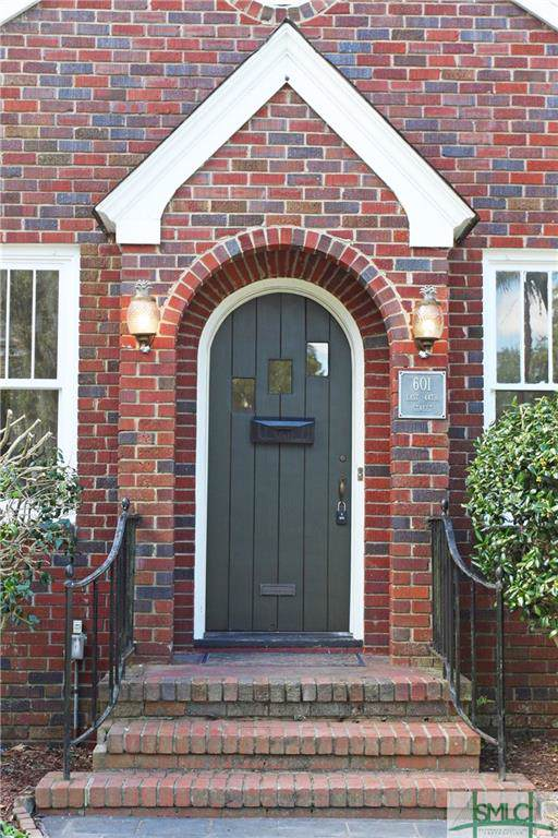 601 E 44th Street, Savannah, GA 31405 (MLS #218820) :: Partin Real Estate Team at Better Homes and Gardens Real Estate Legacy