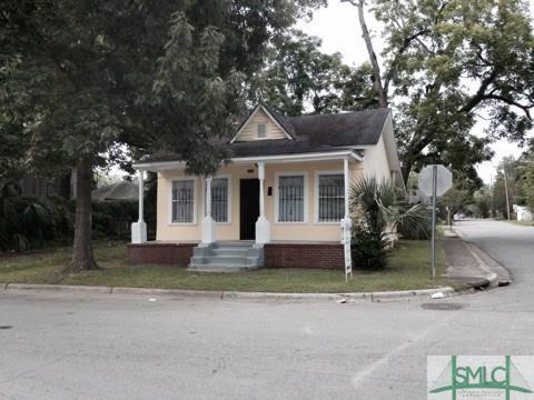 1201 E Bolton Street, Savannah, GA 31401 (MLS #190582) :: McIntosh Realty Team