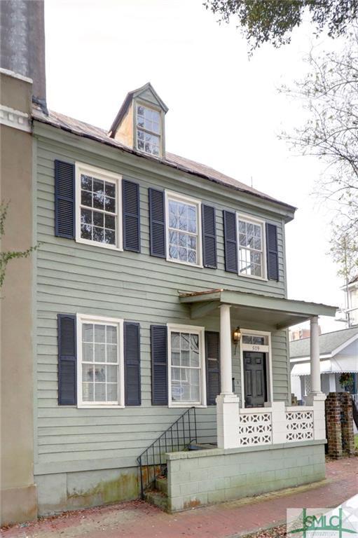 509 E Charlton Street, Savannah, GA 31401 (MLS #204302) :: Karyn Thomas