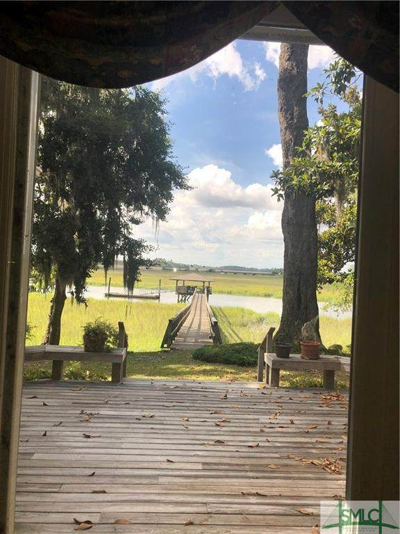 126 Grays Creek Drive, Savannah, GA 31410 (MLS #217354) :: Teresa Cowart Team