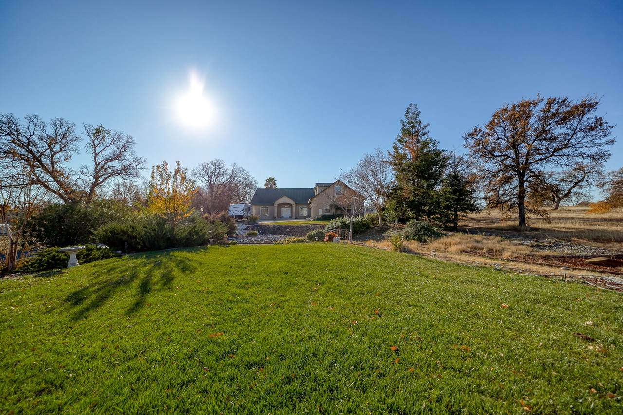 20693 Castlewood Dr - Photo 1