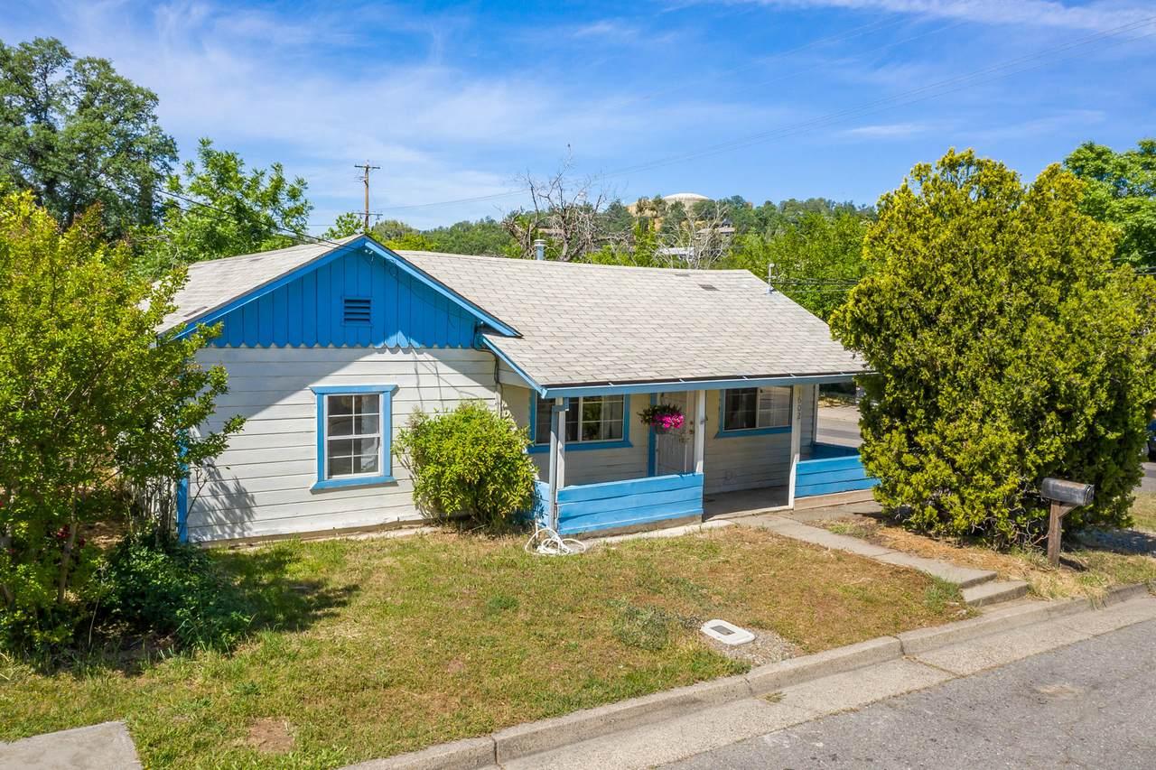 1602 Cottonwood Ave - Photo 1