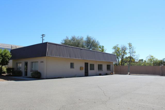 1725 E Cypress Ave, Redding, CA 96002 (#18-5470) :: 530 Realty Group