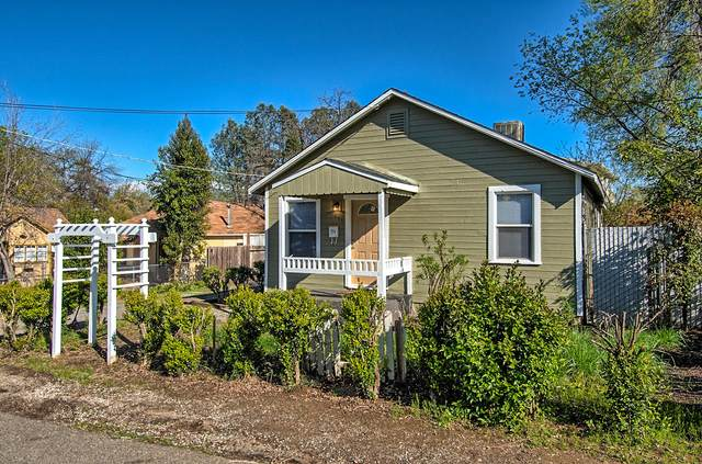 1421 Diamond St, Anderson, CA 96007 (#20-1561) :: Wise House Realty