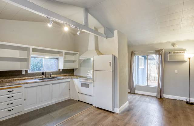 1521 Mistletoe Ln, Redding, CA 96002 (#20-272) :: Wise House Realty