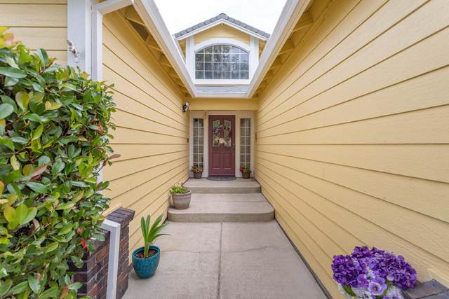 546 Martinique Cir, Redding, CA 96003 (#20-2969) :: Wise House Realty