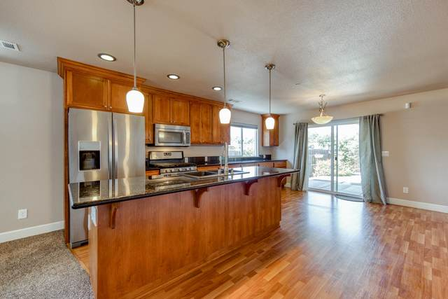 2996 Leland Ave, Redding, CA 96001 (#20-3237) :: Wise House Realty