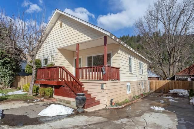 6110 Cherry, Dunsmuir, CA 96025 (#21-1504) :: Vista Real Estate