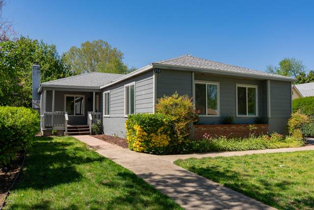 774 Loma St, Redding, CA 96003 (#21-1698) :: Real Living Real Estate Professionals, Inc.