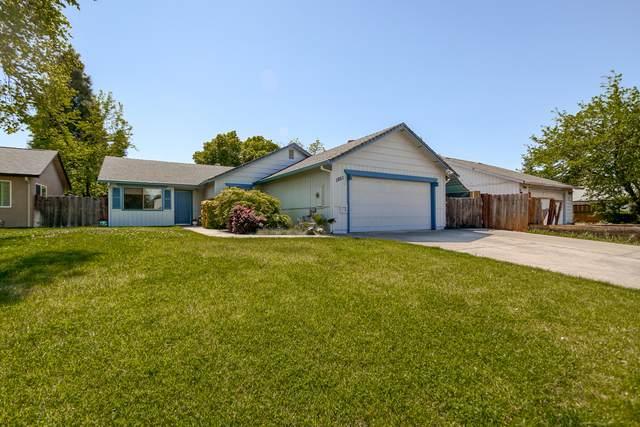 1851 Vega St, Redding, CA 96002 (#21-1729) :: Vista Real Estate