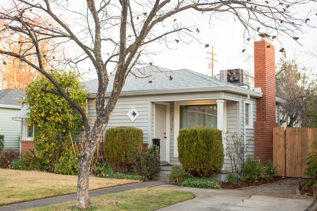 1010 Lincoln St, Redding, CA 96001 (#21-175) :: Real Living Real Estate Professionals, Inc.