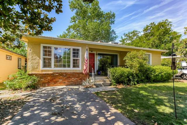 935 Lincoln St, Redding, CA 96001 (#21-2140) :: Real Living Real Estate Professionals, Inc.